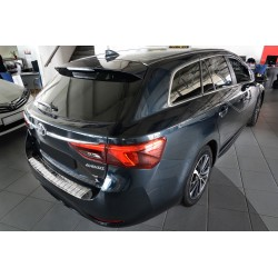 Nakładka z zagięciem na zderzak Toyota Avensis 3 FL Kombi